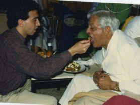 Gururaj Ananda Yogi fed by Raman Leonato in Cyprus